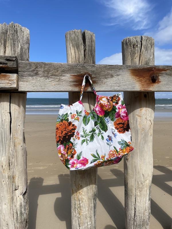 XXL beach Bag -white rose garden