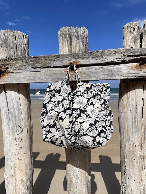 XXL beach Bag -black floral